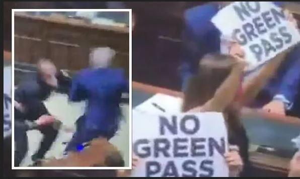 Protest în Parlamentul Italiei împotriva pașaportului medical